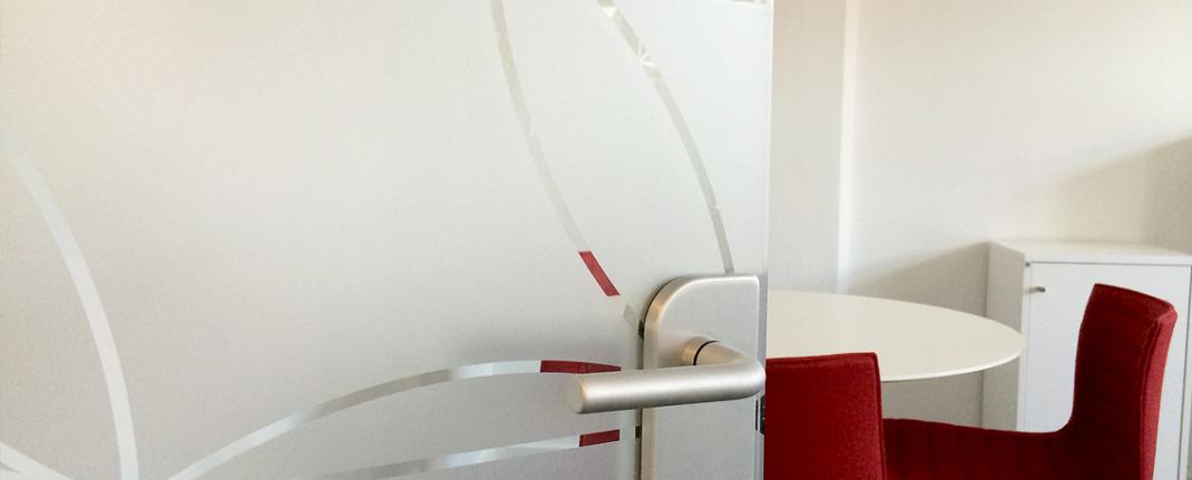 Matteret folie designet af Malene Bach og monteret ved Danske Fysioterapeuter